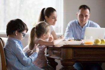 Чем заменить мобильный телефон при кормлении ребенка